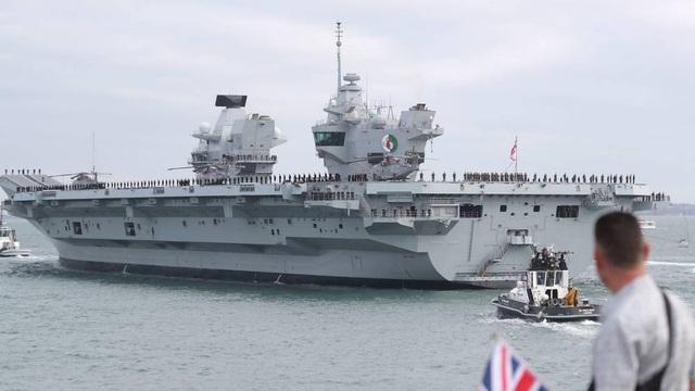 Tàu sân bay HMS Queen Elizabeth của Hải quân Anh (Ảnh: Evening Standard)