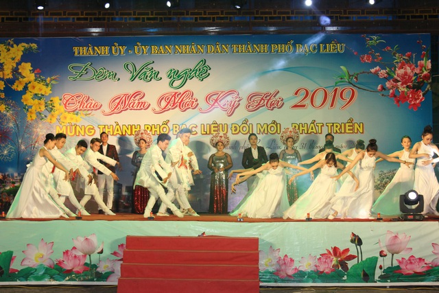 Náo nức chờ đón thời khắc chuyển giao năm mới 2019 - 54