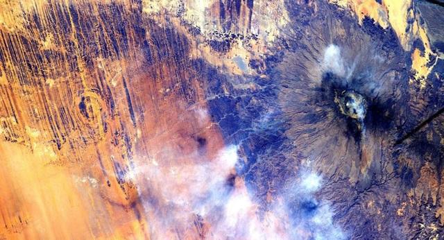 Sự bất thường dưới lục địa châu Phi làm yếu từ trường Trái đất? - Ảnh 1.
