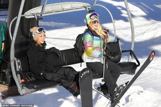 Kim Kardashian cùng chồng con đi trượt tuyết - Ảnh 18.