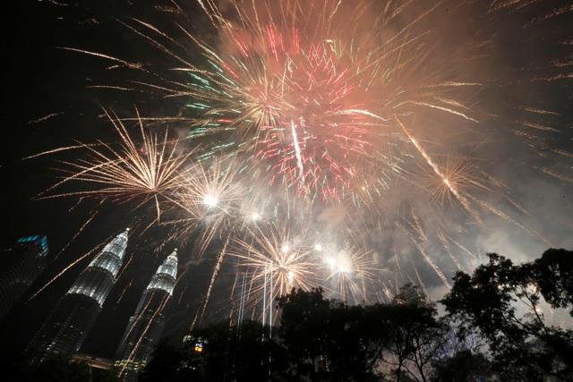 Pháo hoa rực sáng tại Malaysia. (Ảnh: Sky)