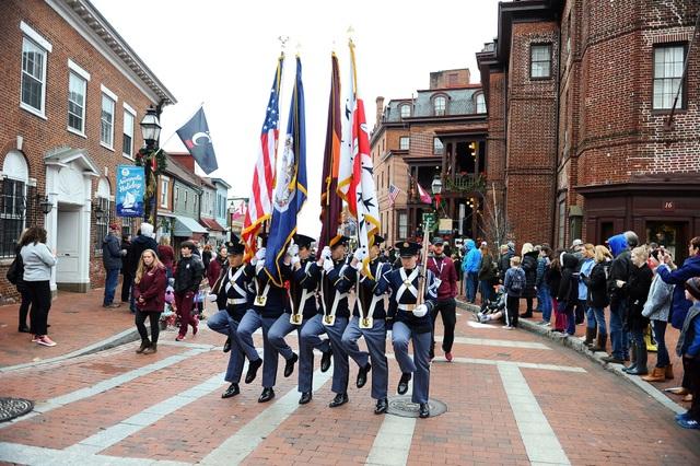 Diễu binh đón năm mới tại Annapolis. (Ảnh: Sky)