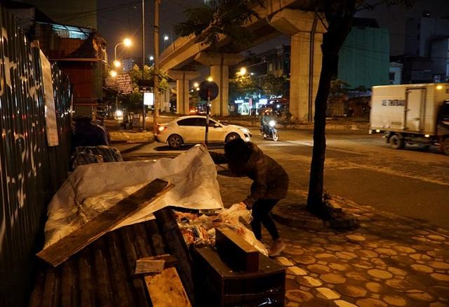 Cuộc sống mưu sinh trong đêm lạnh kỷ lục ở Hà Nội - Ảnh 10.