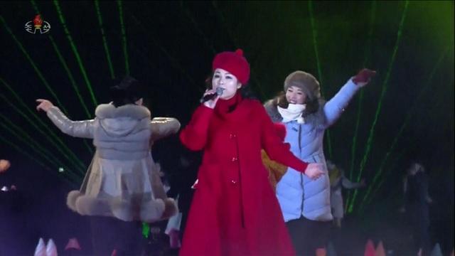 Ca sĩ Triều Tiên biểu diễn mừng năm mới 2019. (Ảnh: Sky)