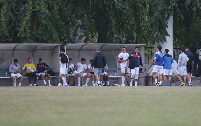 Tới Mỹ Đình, Philippines chỉ có 16 cầu thủ ra sân tập - 12