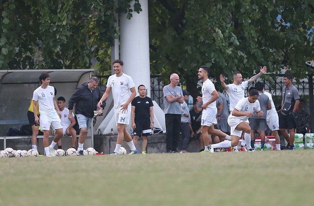 Tới Mỹ Đình, Philippines chỉ có 16 cầu thủ ra sân tập - 10
