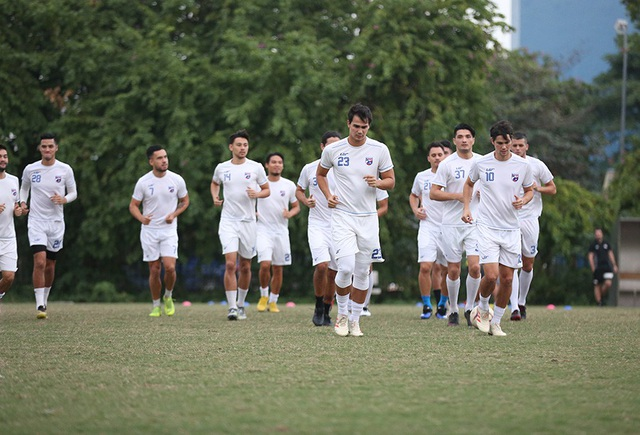 Tới Mỹ Đình, Philippines chỉ có 16 cầu thủ ra sân tập - 2