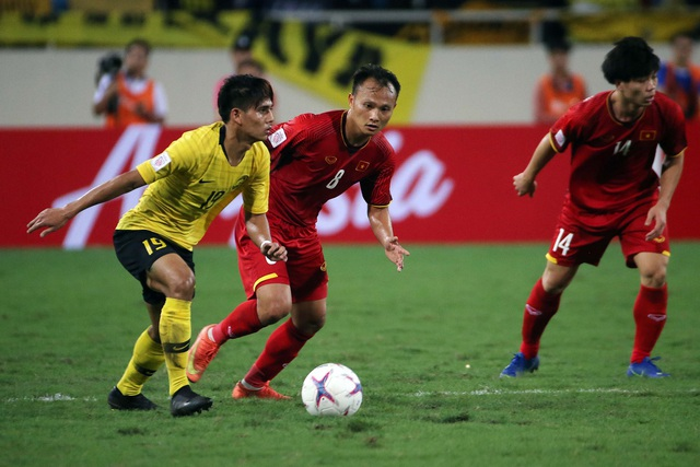 Cơn sốt vé trận Việt Nam-Philippines khiến các tuyển thủ Việt Nam đau đầu