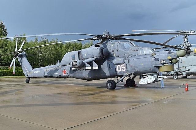 Mi-28N Havoc được coi là phiên bản có thể hoạt động về đêm của Mi28. Trực thăng Havoc có thể mang tên lửa chống tăng có thể xuyên qua lớp giáp 1m. Ngoài ra, nó còn được trang bị tên lửa không dẫn đường 80mm, súng máy 23mm, 12,7mm hoặc 7,62mm, bom và một số hệ thống hỏa lực khác. (Ảnh: Wikipedia)