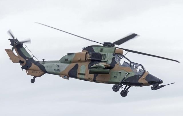 Eurocopter Tiger là sản phẩm trực thăng chiến đấu phát triển bởi Đức và Pháp. Trực thăng này có khả năng giảm thiểu tín hiệu radar, âm thanh phát ra nhằm tránh bị đối phương dò ra và tấn công. Ngoài ra, Tiger cũng có lớp giáp mạnh mẽ. Cùng với đó, nó được trang bị tên lửa không đối không, tên lửa chống tăng và hệ thống chống tên lửa đối phương. (Ảnh: Wikipedia)