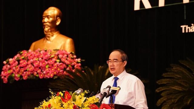 Bí thư Thành ủy Nguyễn Thiện Nhân cho rằng nếu cán bộ, công chức thấy không đáp ứng được yêu cầu công việc thì xin nghỉ làm việc