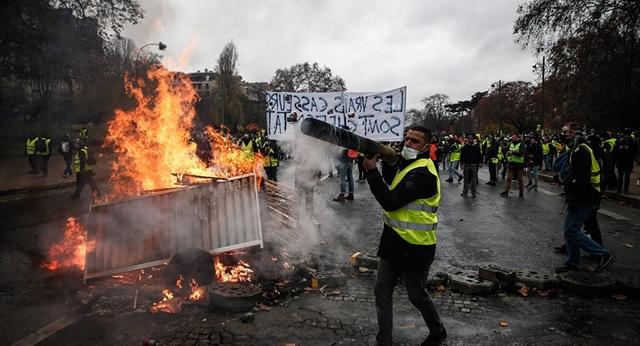 Bạo loạn tại thủ đô Paris, Pháp cuối tuần qua (Ảnh: AFP)