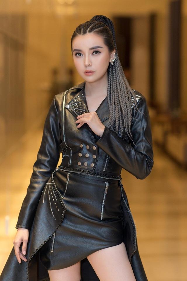 Cao Thái Hà tết tóc cá tính, diện đồ đơn giản, nói không với hàng hiệu và phụ kiện đắt tiền.