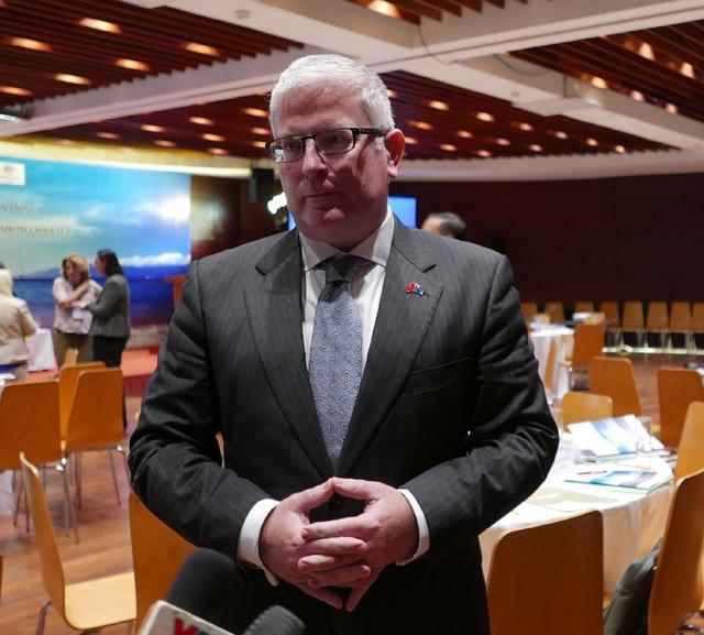Đại sứ Australia Craig Chittick trao đổi với báo chí tại hội thảo (Ảnh: An Bình)