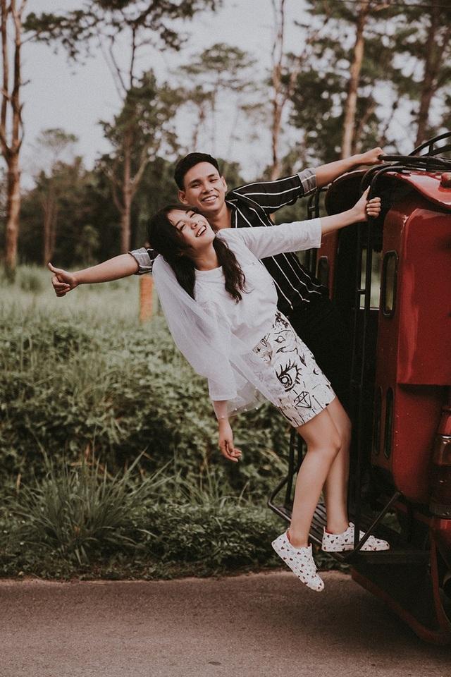 Bất ngờ cách đây 1 tháng, thân thần áo dài của TP. Bắc Ninh tuyên bố kết hôn. Thông tin hot girl 18 tuổi lên xe hoa khiến nhiều fan của cô rất bất ngờ vì cô còn rất trẻ.