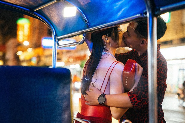 Những nụ hôn nóng bỏng của Thu Giang và chồng trong ảnh cưới.
