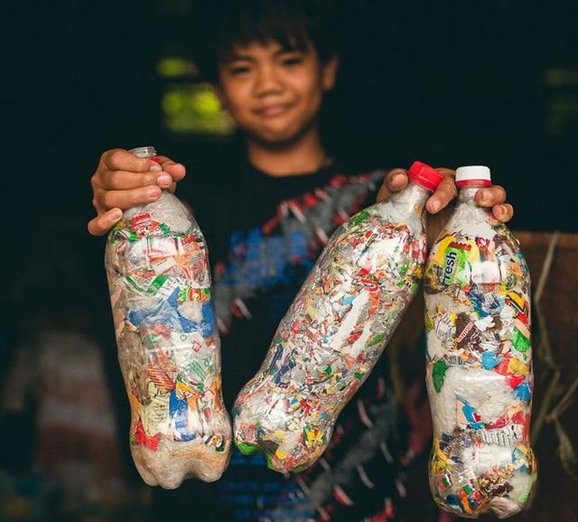Gạch sinh thái - chìa khóa giải quyết bài toán ô nhiễm rác thải nhựa - 1