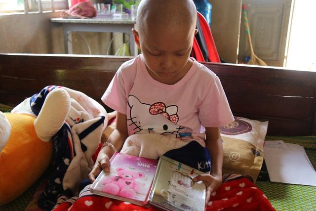 Mỗi trang, Phương đều ước mình khỏi bệnh, bố mẹ không phải khóc vì mình