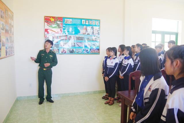 Hơn 1 tháng nay, học sinh huyện biên giới Tuy Đức (Đắk Nông) được trải nghiệm những tiết học vùng biên.