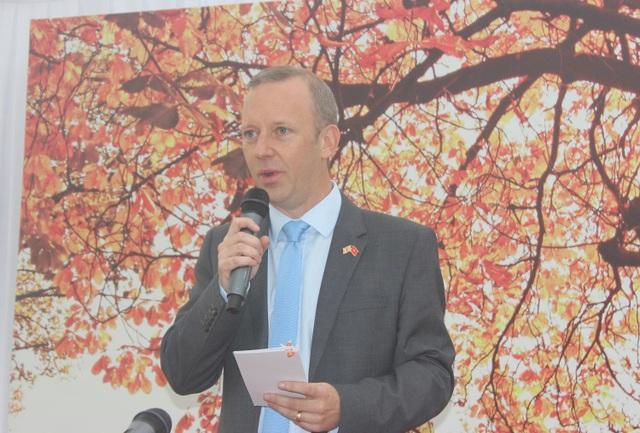 Đại sứ Anh tại Việt Nam Gareth Ward phát biểu tại buổi đón tiếp các đơn vị giáo dục hàng đầu của Anh tại Việt Nam. (Ảnh: Thành Đạt)