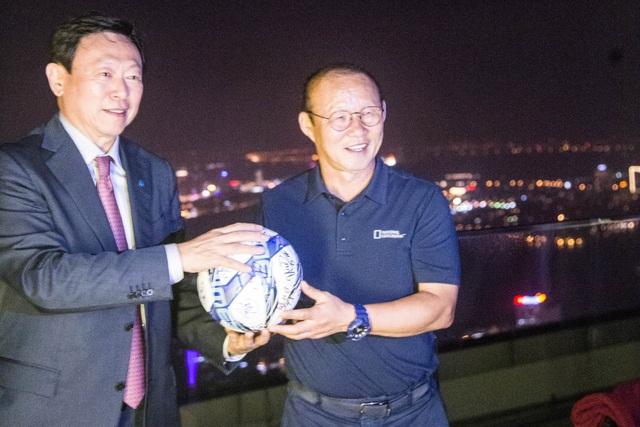 Chủ tịch Tập đoàn Lotte Hàn Quốc gặp mặt HLV Park Hang Seo tại Việt Nam