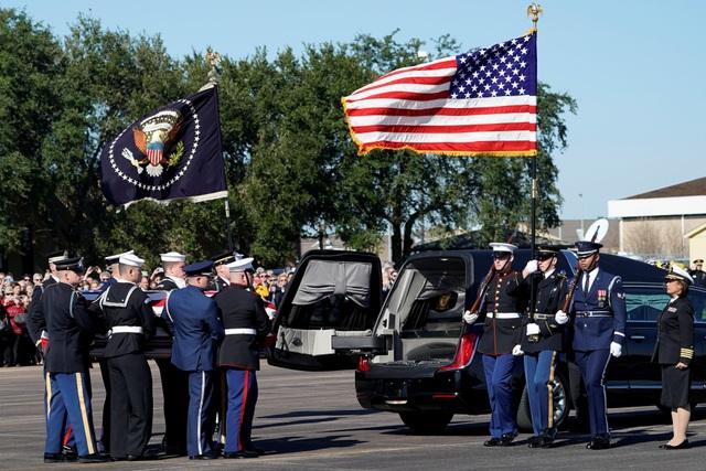 """Chuyến bay chở linh cữu cố Tổng thống Bush được đặt tên là """"Sứ mệnh Không vận Đặc biệt 41"""", để tưởng nhớ vị tổng thống thứ 41 của Mỹ."""