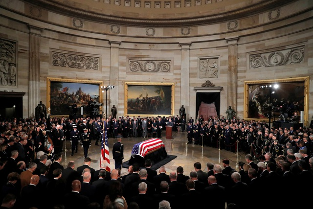 Vào ngày 6/12, linh cữu cố Tổng thống Bush sẽ được đưa lên máy bay quay trở lại Houston để tổ chức tang lễ. Tại đây, linh cữu của ông sẽ được đặt tại nhà thờ St. Martin.