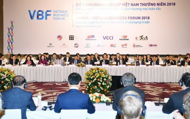 Thủ tướng tham dự Diễn đàn Doanh nghiệp Việt Nam. (Ảnh: VGP).
