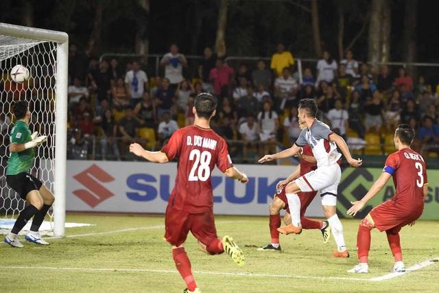 Hàng thủ đội tuyển Việt Nam vẫn còn mắc những sai lầm đáng tiếc ở sân Panaad