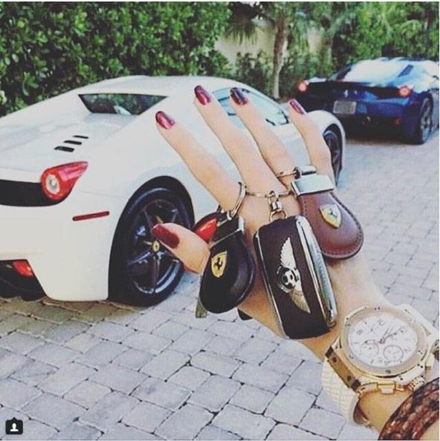 Đối với những đứa trẻ con nhà giàu ở Thụy Sĩ, việc chọn xe để đi chơi cũng khó như việc chúng ta chọn quần áo vậy. Quà sinh nhật cũng phải cỡ...siêu xe.