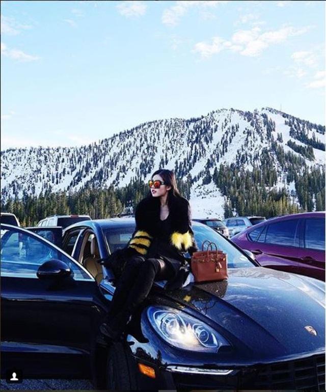 Các cậu ấm, cô chiêu xuất hiện bên những siêu xe, phi cơ riêng hay các bộ sưu tập túi xách hàng hiệu.