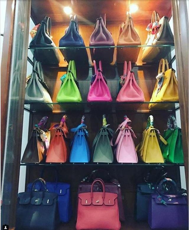 Thậm chí mua cả 1 bộ sưu tập túi cùng 1 hiệu, chỉ khác màu để …dùng dần.