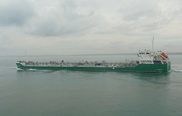 Tàu dầu Mekhanik Pogodin (Ảnh: TASS)