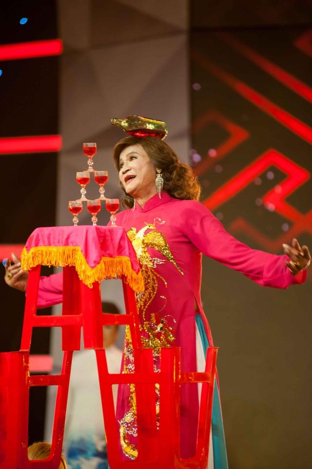 Trải qua những hắt hủi của gia đình, nghệ nhân dân gian Lê Minh Hùng vẫn theo đuổi nghề Múa bóng rỗi.