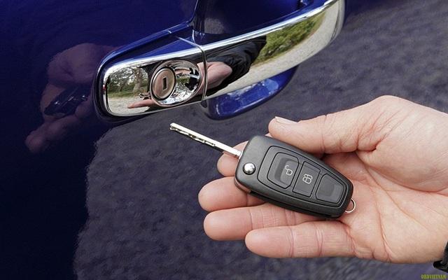 Hệ thống khóa cửa và chìa khóa trên Ford Ranger