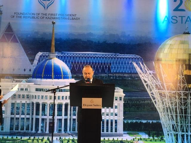 Đại sứ đặc mệnh toàn quyền Cộng hòa Kazakhstan tại Việt Nam Beketzhan Zhumakhanov (Ảnh: Đức Hoàng)