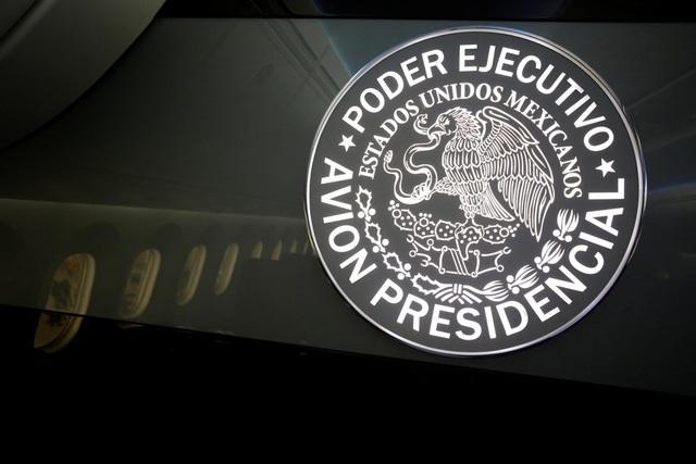 Máy bay được trang trí bằng họa tiết giống như con dấu của tổng thống Mexico.