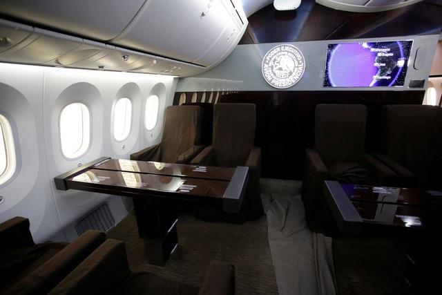Toàn bộ nội thất bên trong máy bay đã được thiết kế lại nhằm mục tiêu làm việc và thư giãn, cũng như tận hưởng không gian đẳng cấp, dễ chịu.