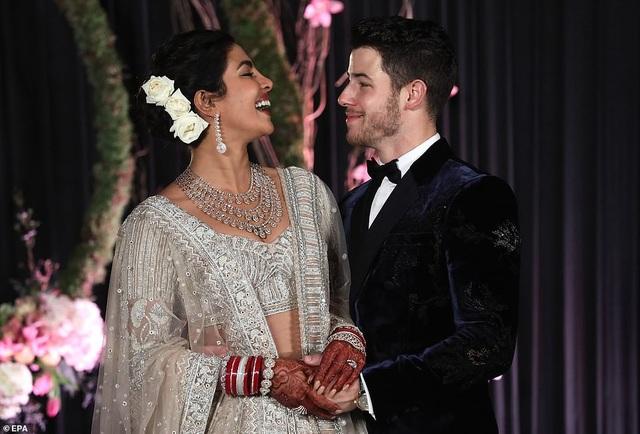 Hoa hậu thế giới và chồng trẻ tiếp tục tổ chức tiệc cưới ở New Delhi - 13