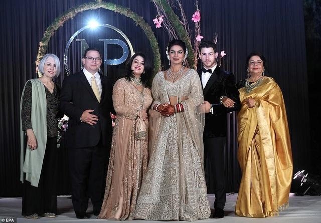 Hoa hậu thế giới và chồng trẻ tiếp tục tổ chức tiệc cưới ở New Delhi - 14