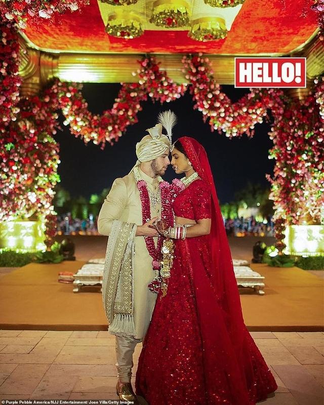 Họ chia sẻ nhiều hình ảnh trong tiệc cưới xa hoa của mình với tạp chí Hello và People