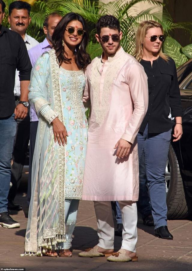 Priyanka Chopra và Nick Jonas chỉ mới công khai quan hệ tình cảm được 7 tháng nay
