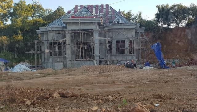 Công trình xây dựng trái phép trên đất lâm nghiệp.