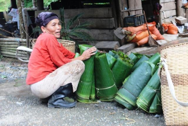 Người dân sống chủ yếu bằng nghề đi rừng.
