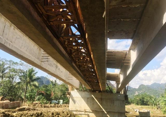 Cầu bê tông cốt thép đi xã Cẩm Lương, huyện Cẩm Thủy.