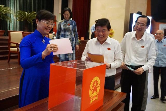 HĐND TPHCM bỏ phiếu tín nhiệm các chức danh do HĐND TP bầu hoặc phê chuẩn