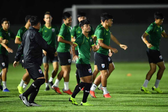 Thái Lan 2-2 Malaysia: Tội đồ Adisak khiến người Thái bị loại - 8