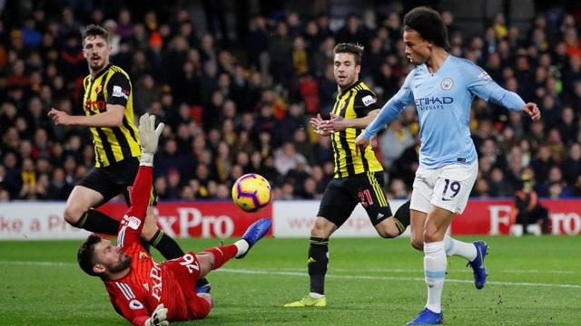 Sane đã không thể thắng dược Foster trong tình huống đối mặt, thủ thành người Anh đã có pha lao ra nhanh và cản phá xuất sắc cú dứt điểm của đối phương