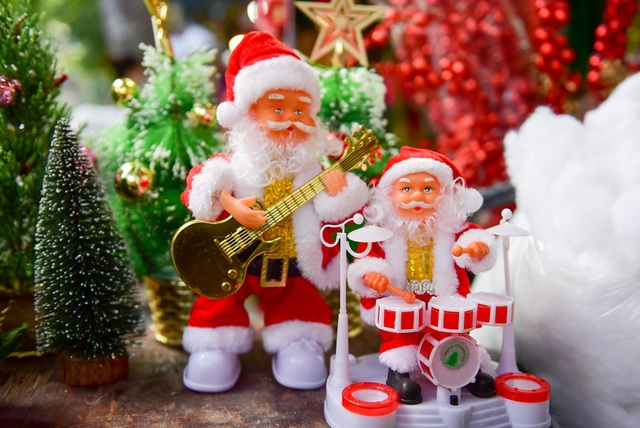 Lễ Noel chính thức vào ngày 25 tháng 12 được gọi là lễ chính ngày, còn lễ đêm 24 tháng 12 gọi là lễ vọng và thường thu hút nhiều người tham dự hơn.