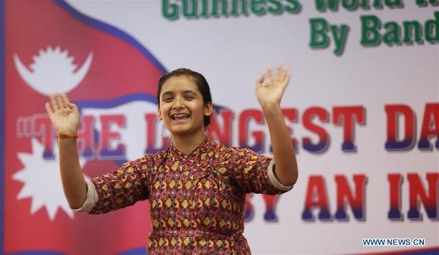 Bandana Nepal nhảy hơn trăm giờ không nghỉ